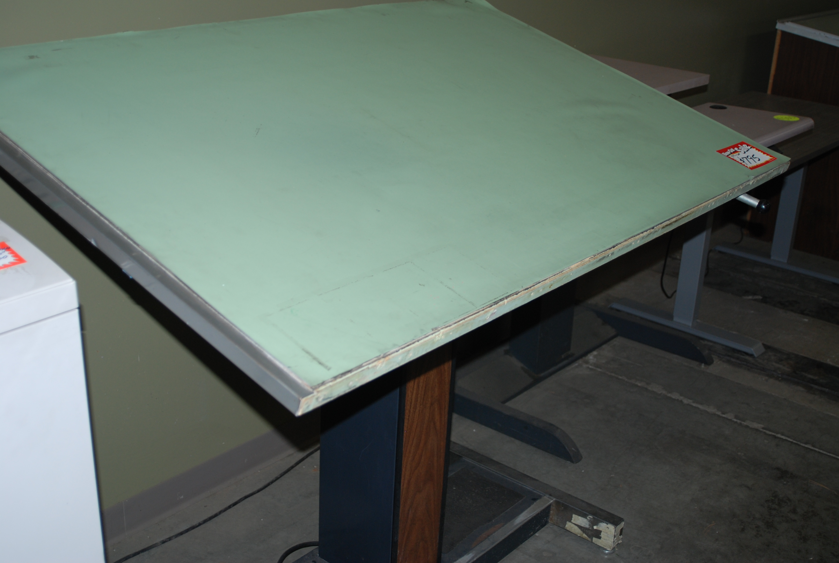 A Used Hamilton Vr 20 Electric Height Adjule Table Top Size Is 37 5 X 60 Includes Mounted Borco Board Cover Hoppers Special